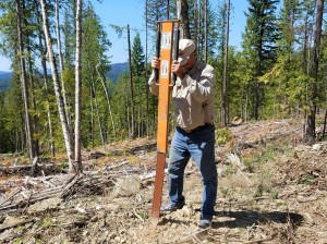TCMRA OHV Ambassadors placing OHV signs in the Northeast quadrant of the Colville National Forest